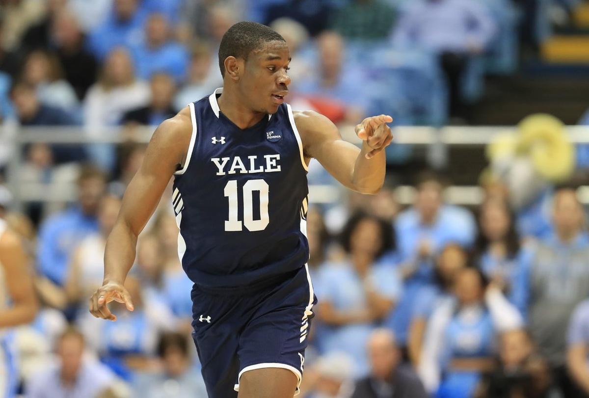 Matthue Cotton, jugador de los Yale Bulldogs, durante un partido celebrado en diciembre de 2019.