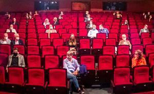 «L'oncle que tus al cine i la tia que fa callar a la biblioteca han unit forces al Teatre Goya»