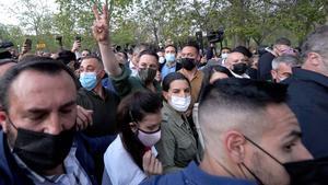 Santiago Abascal y Rocio Monasterio durante la presentación de la campaña de VOX para las elecciones del 4-M , en la imagen Santiago Abascal abandona el mitin fuertemente protegido.