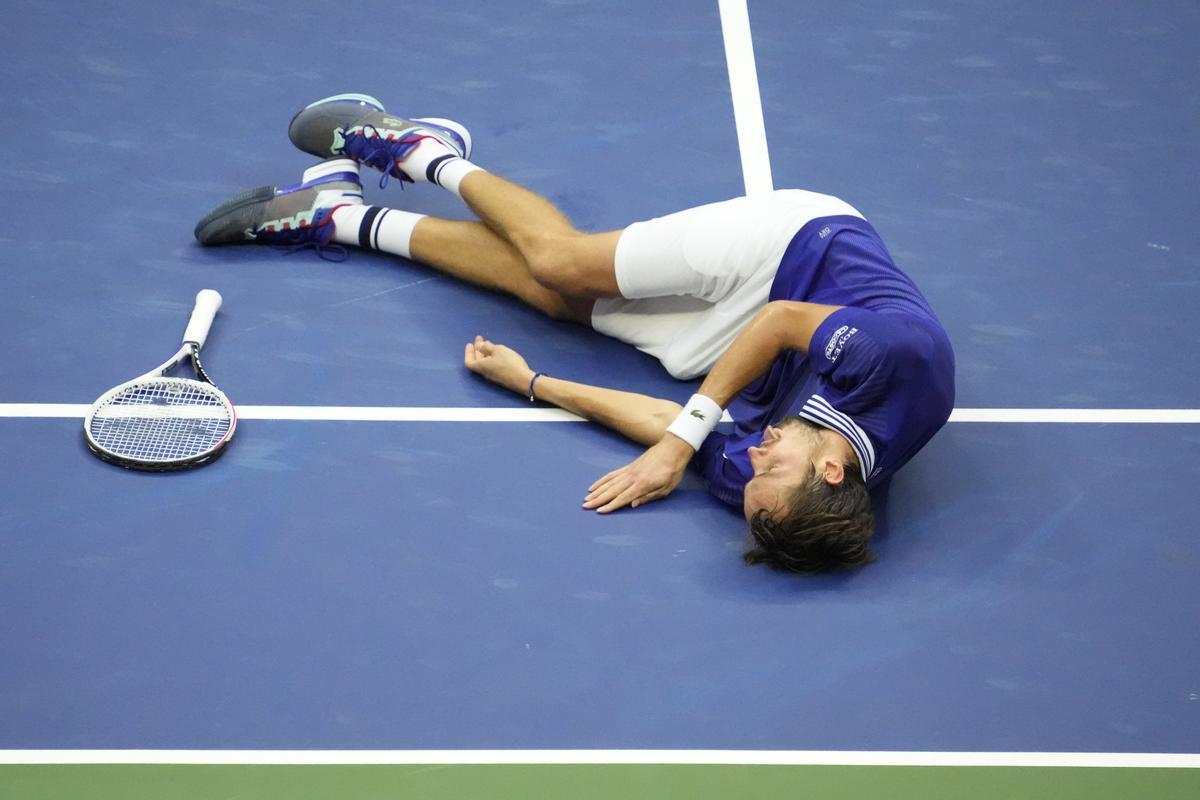 Medvedev celebra su victoria del US Open ante Djokovic