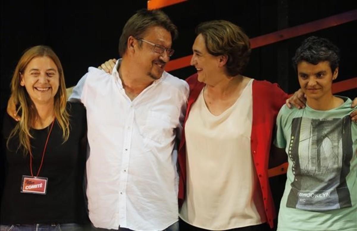 Xavier Domènech y Ada Colau, en el centro, en un acto de campaña.