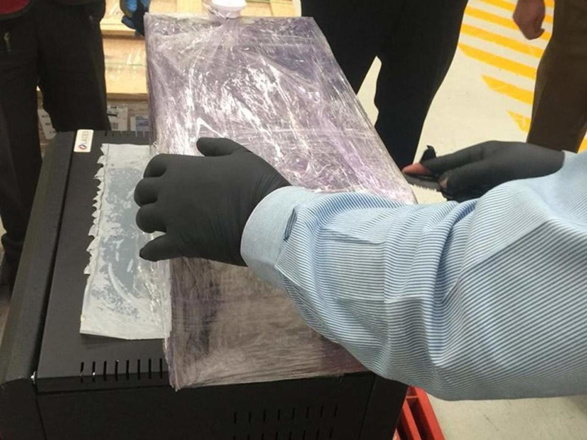 Autoridades mexicanas decomisan drogas.