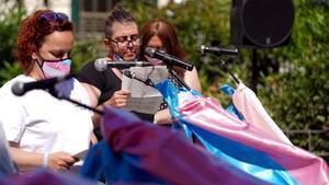 La Federación Estatal de Lesbianas, Gais, Trans y Bisexuales (FELGTB), Fundación Triángulo y Chrysallis, Asociación de Familias de Menores Trans, propondrán en rueda de prensa nuevas soluciones a los miembros del Gobierno para intentar desbloquear la aprobación de la Ley Integral Trans.