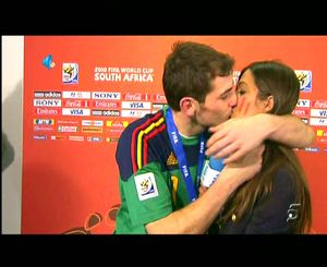 'El Beso' de Iker y Sara en el Mundial de Sudáfrica.