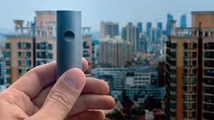 Imagen promocional del monitor de polución Atmotube.