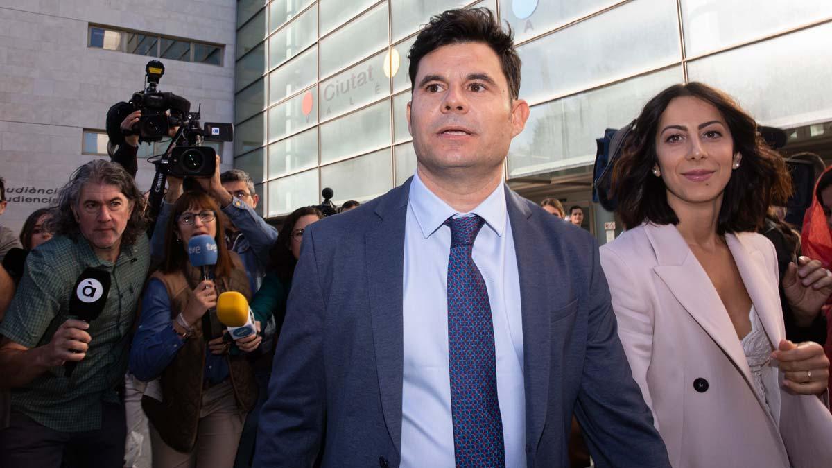 Suspès el judici de la paternitat de Julio Iglesias