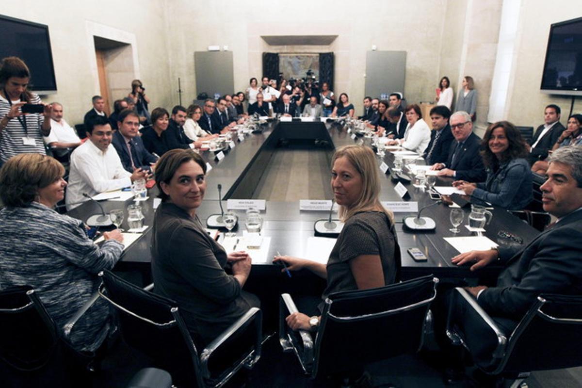 Reunión entre el Govern y el Ayuntamiento de Barcelona sobre los refugiados.