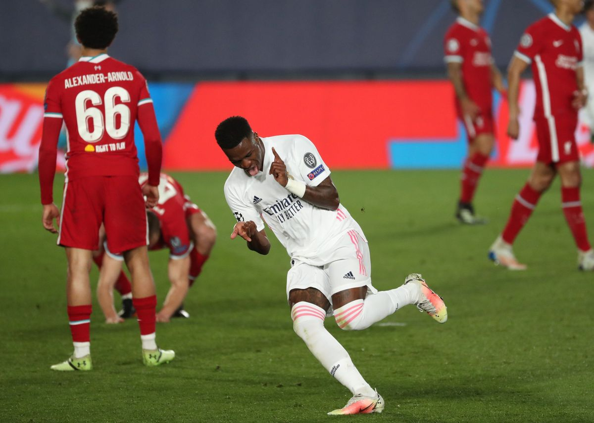 El madridista Vinicius celebra uno de sus goles ante el Liverpool.