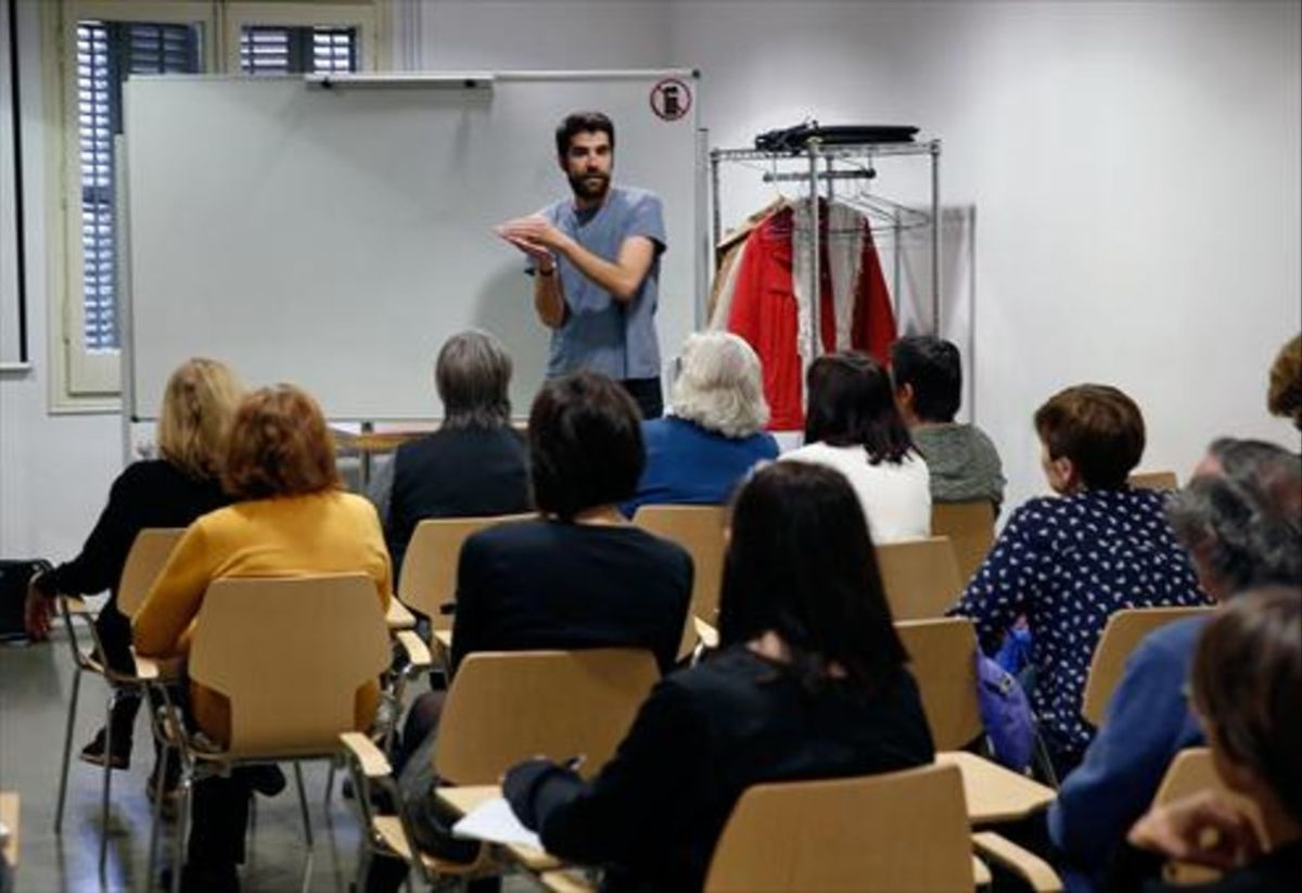 Sesión del taller 'Les tendències de l'art actual', en La Casa Elizalde.