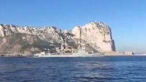 Una corbeta espanyola passa davant Gibraltar amb l'himne nacional a tot volum