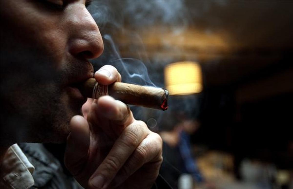 Un fumador de puros.