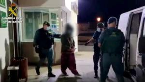 """Los asistentes a una fiesta apedrean a la Guardia Civil al grito de """"pandemia de mierda"""""""