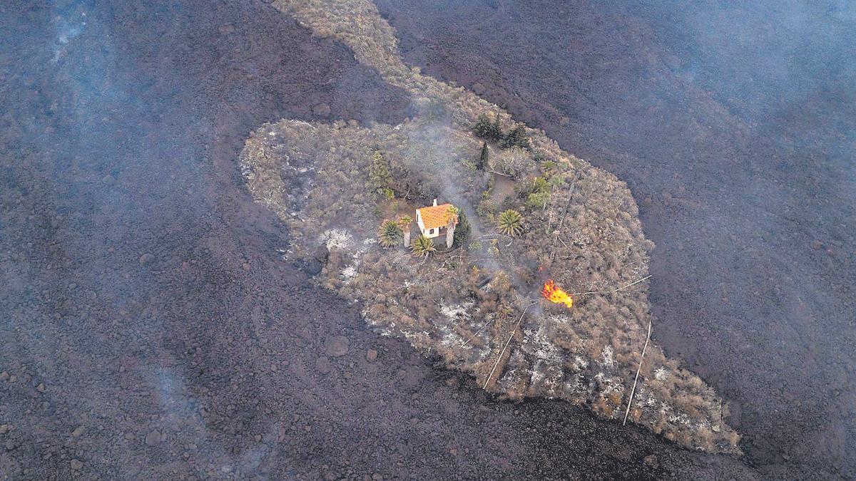 La casa de la familia Cocq, antes de ser engullida por la lava del volcán de La Palma.