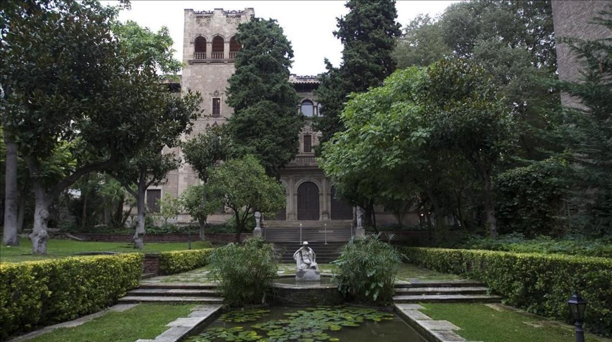 Vista de los jardines de la finca de Muñoz Ramonet, antesde su remodelación.