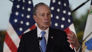 Bloomberg accedeix al seu primer debat coincidint amb el seu auge en les enquestes
