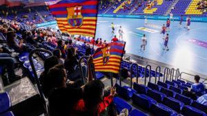 Las gradas del Palau Blaugrana acogieron a un grupo de seguidores que disfrutó de la plácida victoria azulgrana ante el Elverum noruego.