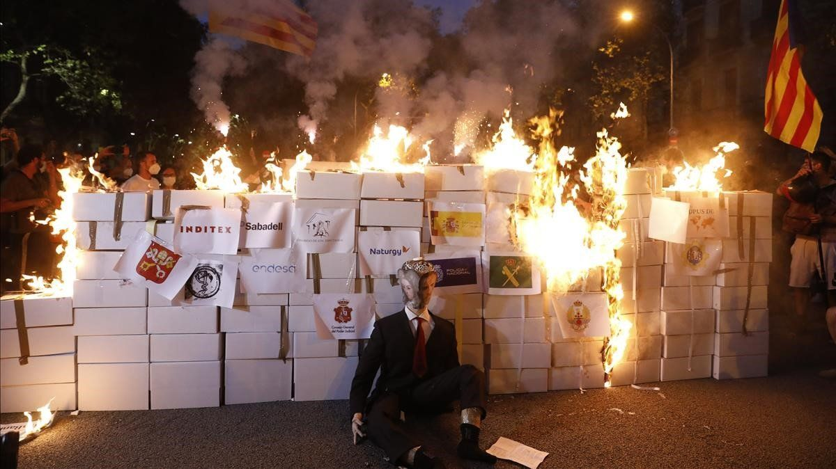 La Diada, marcada por la pandemia, en imatges