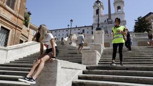 Les grans destinacions intenten posar portes al turisme