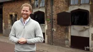 Los duques de Sussex, Enrique yMeghan, reciben emocionados a su primer hijo. En la foto, el príncipe Enrique en su comparecencia ante la prensa.
