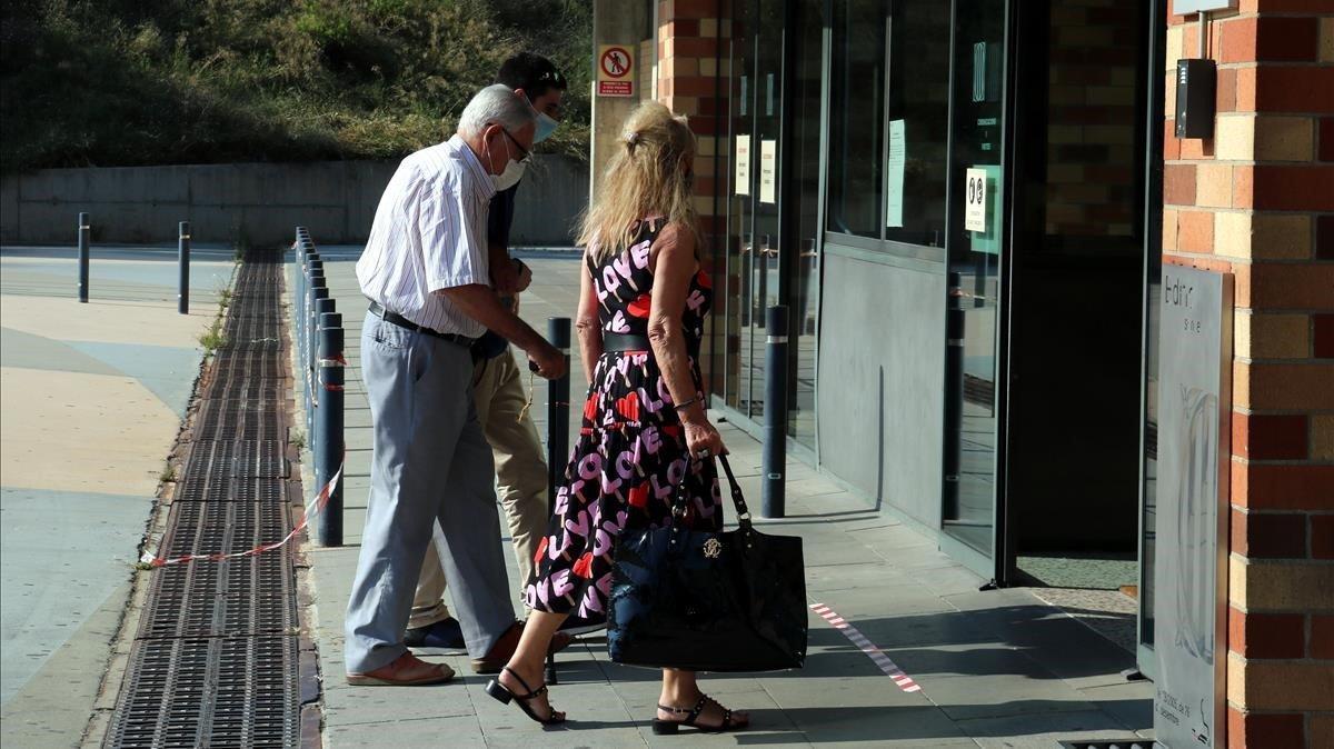Montull, com su abogada, el pasado 22 de junio, entrando en la prisión de Brians 2.