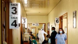 Sanitarios en el Hospital Santa María de Lisboa, donde se les administra la vacuna de Pfizer-BioNTech, el pasado 28 de diciembre.
