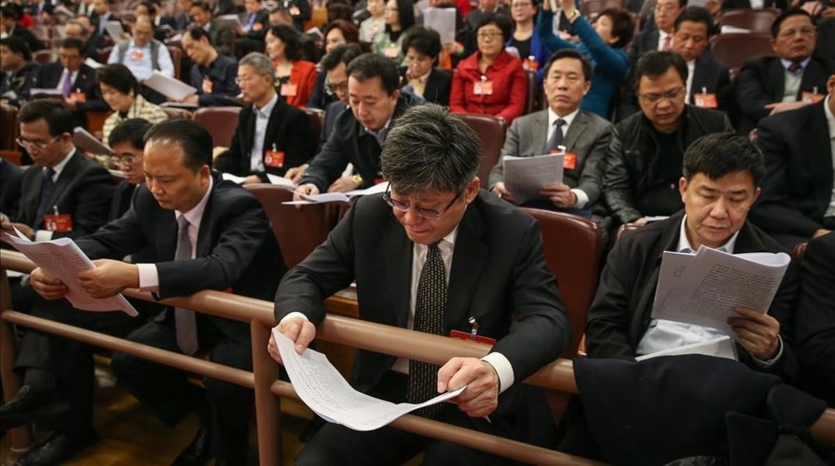 Los delegados de la Asamblea Nacional Popular china participan en la apertura anual de la institución, este domingo en Pekín.