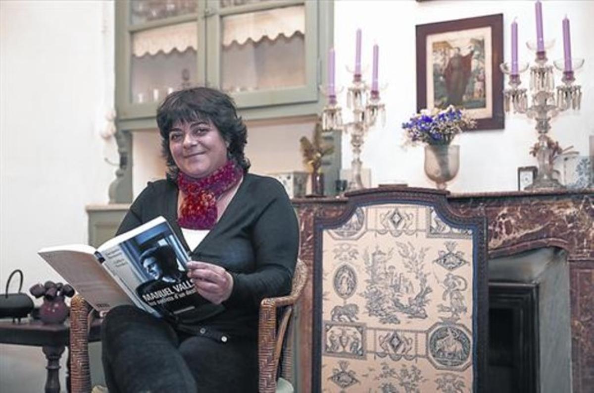 Giovanna Valls, germana del nou primer ministre francès, a casa seva, al barri barceloní d'Horta.