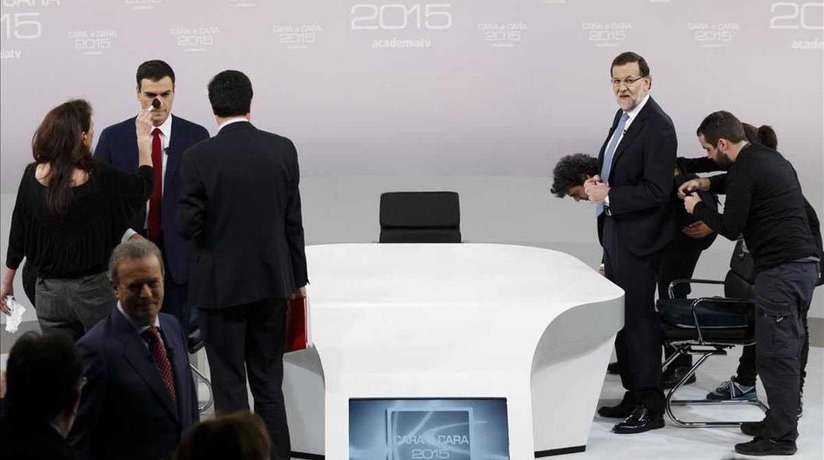 Mariano Rajoy y Pedro Sánchez se preparan para enfrentarse en el cara a cara de la campaña del 20-D.