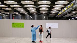 Control de temperatura en la terminal 4 del Aeropuerto de Madrid-Barajas Adolfo Suárez, el pasado 15 de mayo.