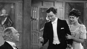 Harry Faversham entrega la cuarta pluma nada menos que a su temible suegro, en 'Las cuatro plumas'.