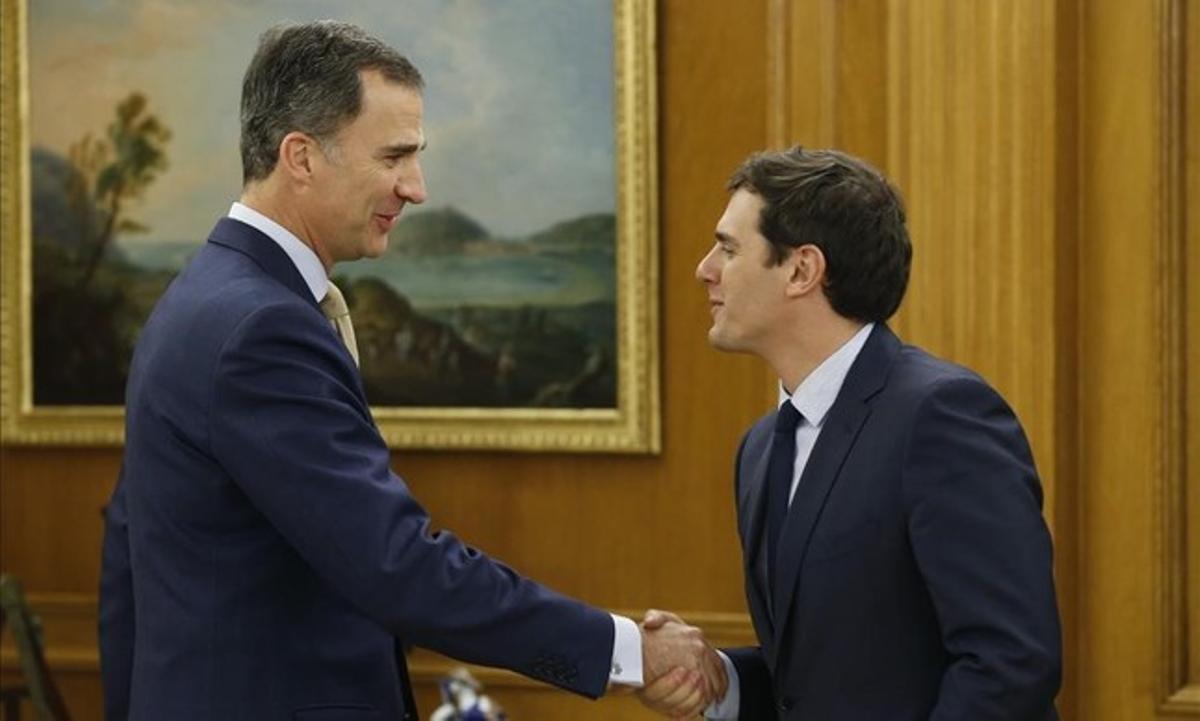 Albert Rivera saluda al Rey, el pasado 21 de enero en el Palacio de la Zarzuela.
