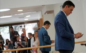 Pedro Sánchez acude a votar en Madrid.