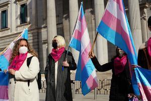 Activistas trans en una protesta frente al Congreso.