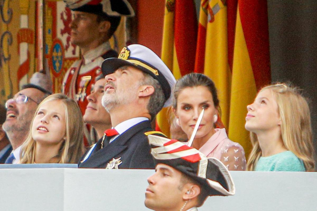 12/10/2019 (I-D) La princesa Leonor, el Rey Felipe VI, la Reina Letizia y la infanta Sofía, asisten al desfile del Día de la Fiesta Nacional, en Madrid (España) a 12 de octubre de 2019.