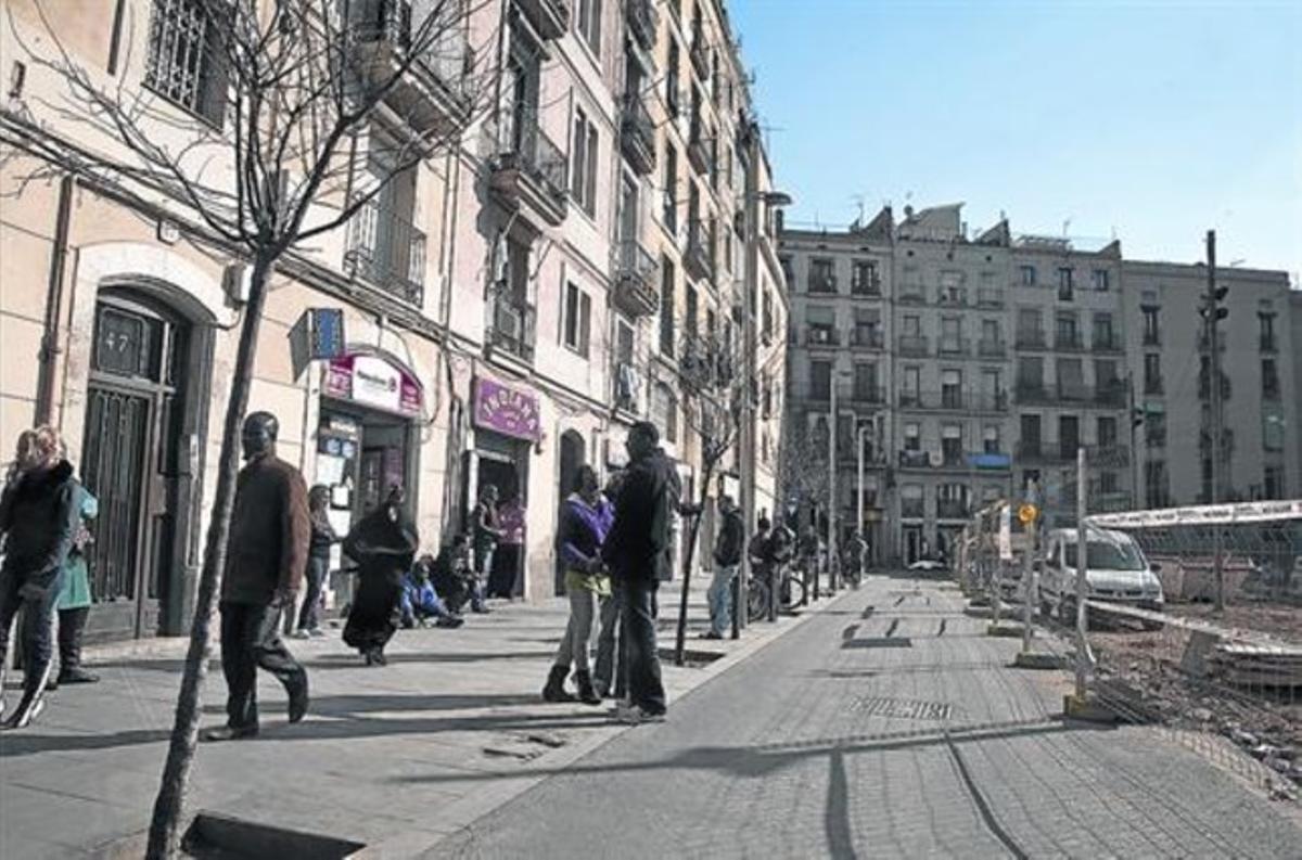 Punto de inflexión 8 La calle d'en Robador en el 2011, durante las obras de construcción de la Filmoteca, que debía «dignificar» la zona.