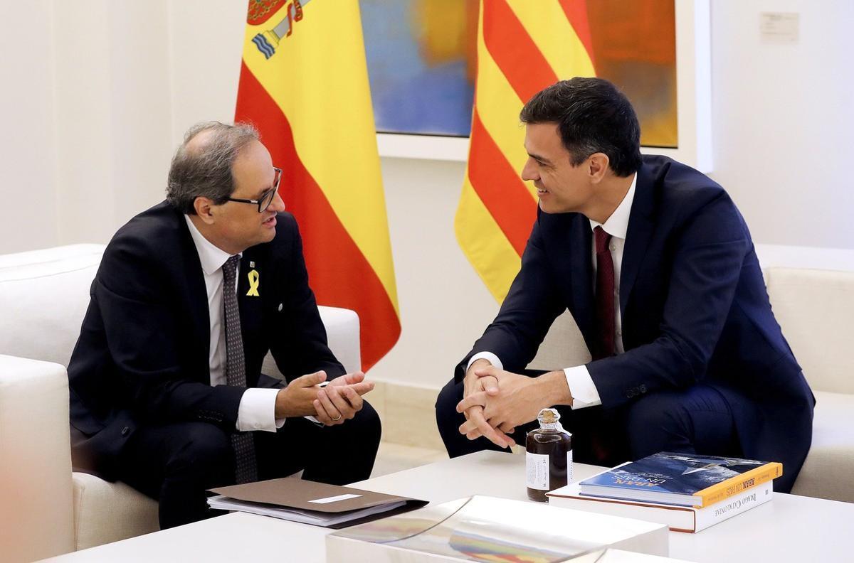 El presidente del Gobierno, Pedro Sánchez, y el 'president' de la Generalitat, Quim Torra, durante la reunión en la Moncloa.