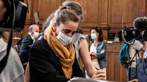 Judici a França a una dona que va matar el seu padrastre després de 24 anys d'abusos