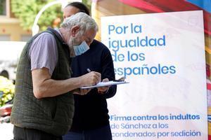 Campaña de recogida de firmasdel PPcontra de los indultos a los presos independentistas.