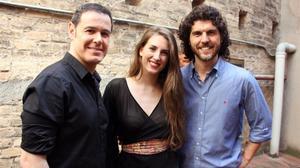 De izquierda a derecha, Iván Labanda,Ana San Martín y Toni Vinyals, protagonistas de 'Scaramouche', el nuevo musical de Dagoll Dagom.