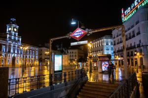 Madrid avança el toc de queda i prohibeix reunions de no convivents