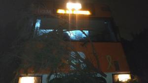 Un árbol cortado intencionadamente interrumpe la R-3 de Rodalies