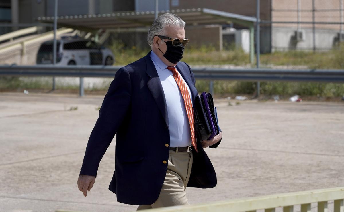 Luis Bárcenas a la salida de la cárcel.