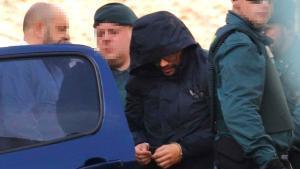 El presunto asesino de Marta Calvo asiste al registro de su domicilio