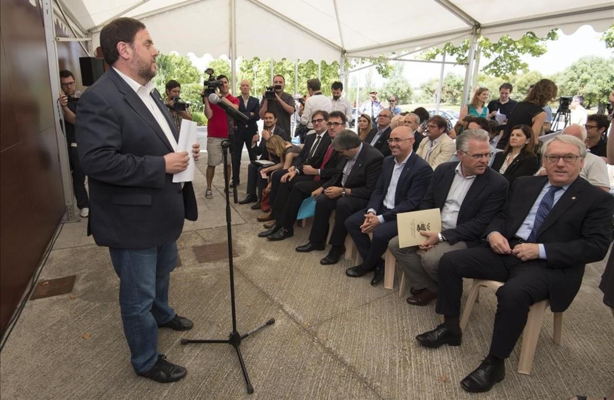 Junqueras habla en la junta extraordinaria del consorcio del complejo recreativo y turístico de Vila-seca y Salou.