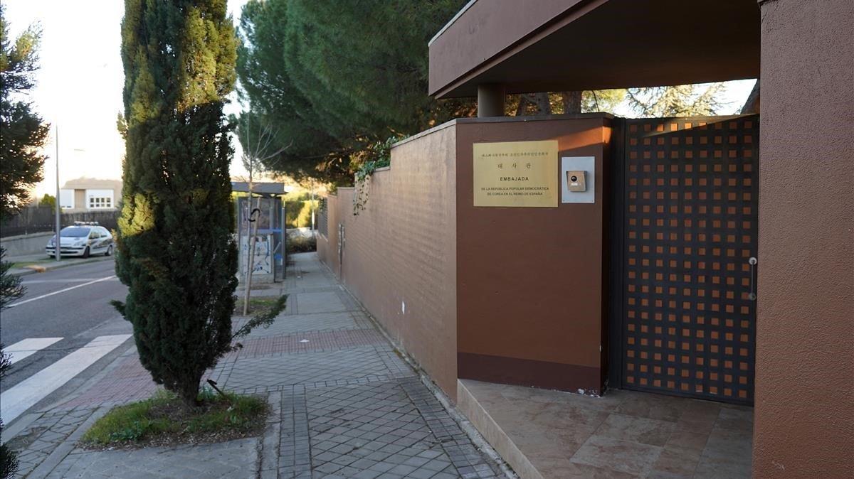 Entrada de la embajada de la Republica Popular Democratica de Corea