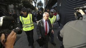 Andreu Viloca llega a la sede de CDC el pasado jueves para participar en el registro judicial.