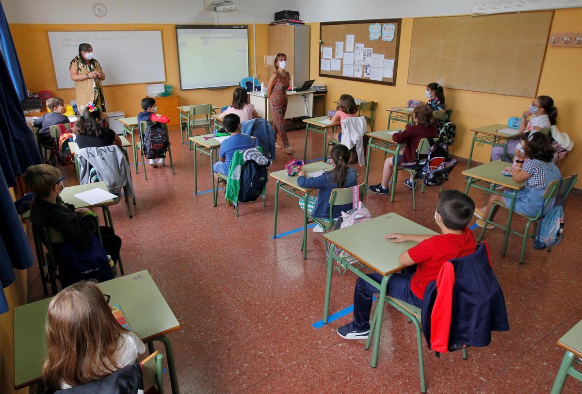 Alumnos en clase en el colegio Germán Fernández Ramos, de Oviedo.