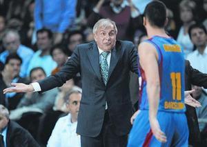 Obradovic gesticula en un partido frente al Barça en el Palau.