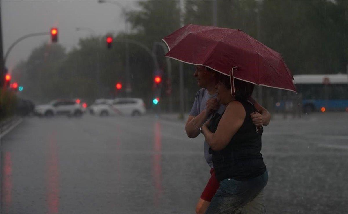 Herido un hombre en Madrid al caerle un rayo en el paraguas