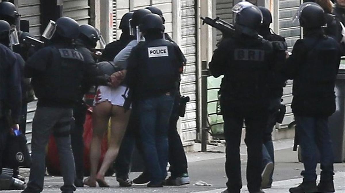 Operación policial en Saint-Denis.